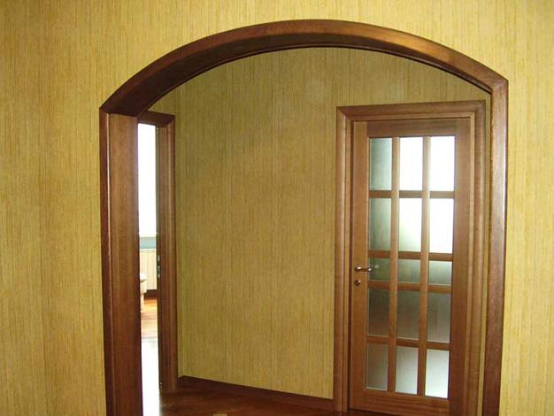 Пример удачного оформления интерьера аркой