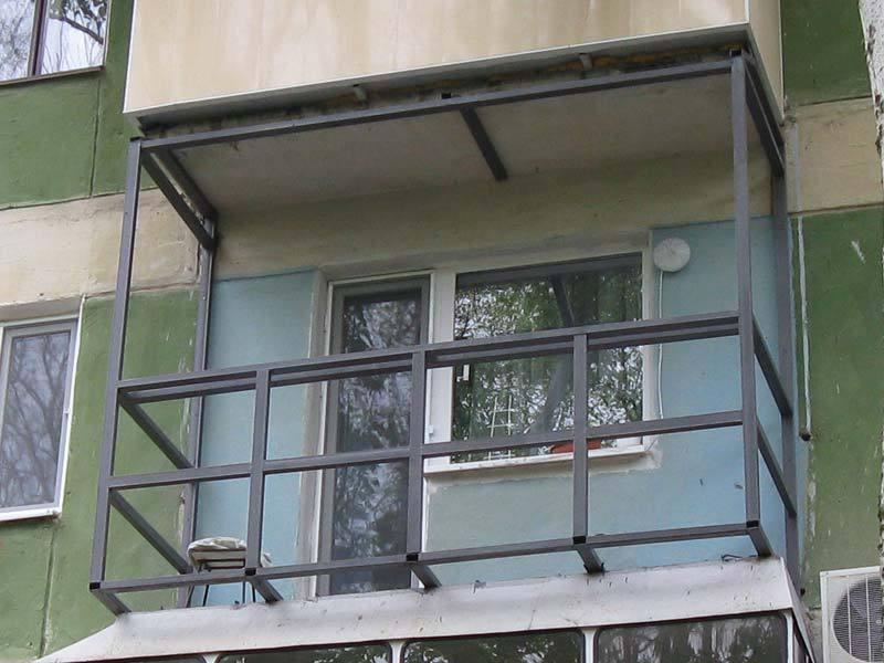 Металлический каркас для балкона с выносом.