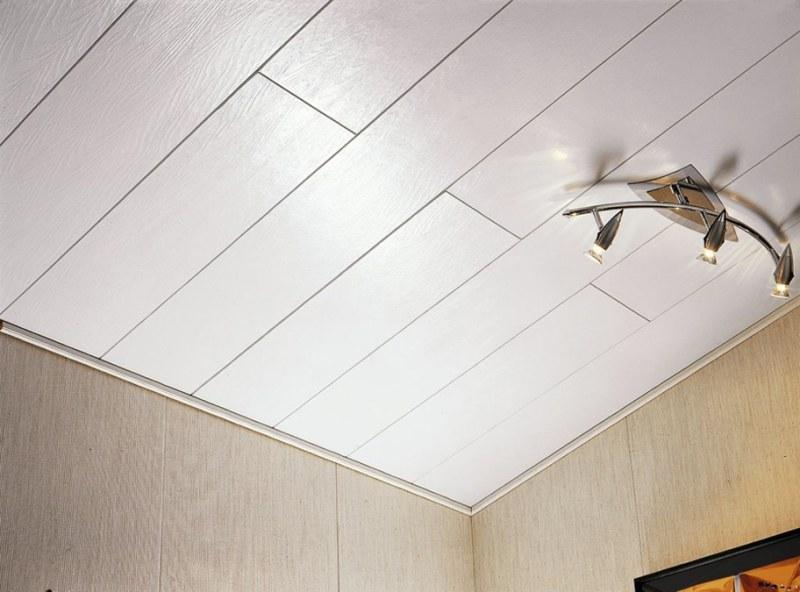 Потолок из пвх панелей своими руками видео