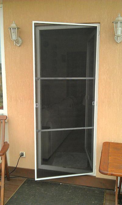 Москитная сетка на дверь: разновидности и особенности.
