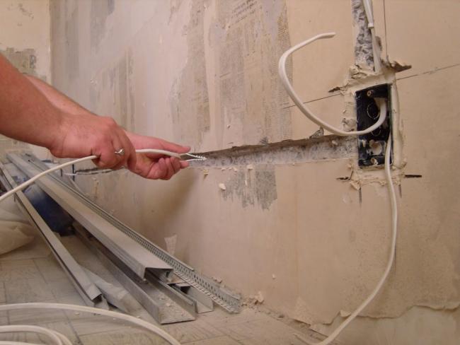Штробление стены под проводку своими руками
