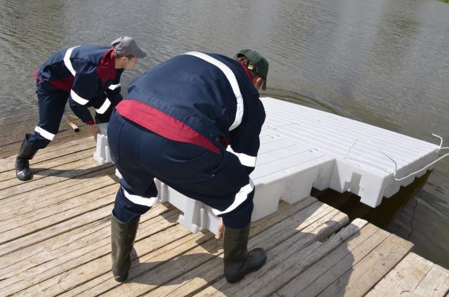 Спуск собранной площадки на воду